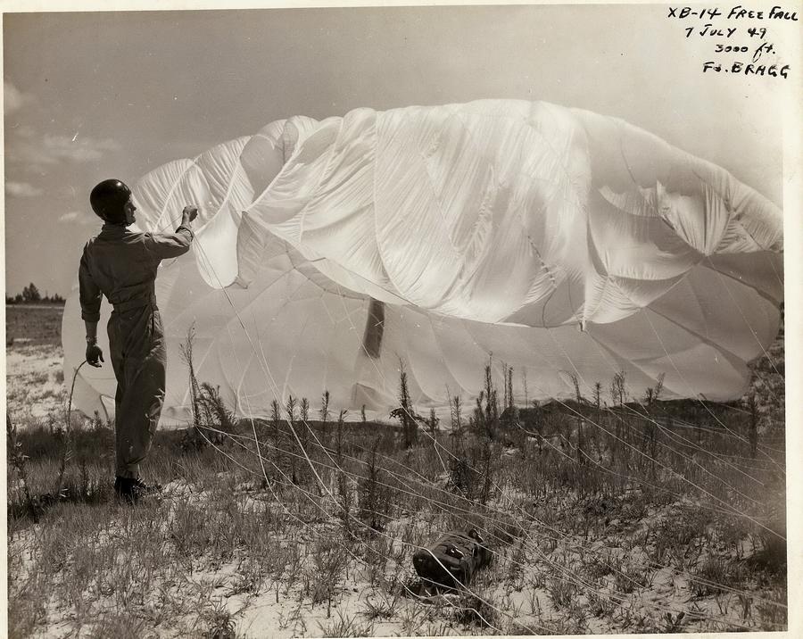 a_1_Moore_parachute